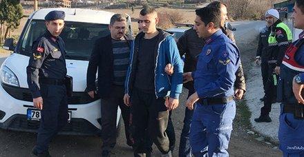 Karabük'te ilginç olay! Polis giriş çıkışları kapattı... Bakın mezarlıkta ne yaparken yakalandı