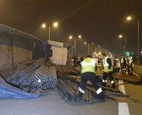 Korkutan kaza: Tonlarcası yola savruldu!