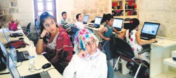 232 kız öğrenciye eğitim